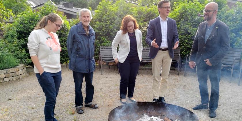 """Station """"Bruder Feuer"""" eröffnet Reihe zum Sonnengesang im Kapuzinerklostergarten"""